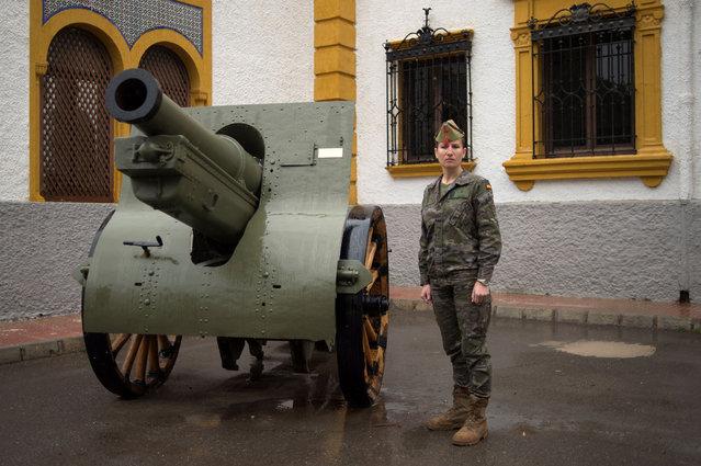 "Spanish Legionnaire Rosa Galvez, 36, poses at the Spanish Legion military base ""Alvarez de Sotomayor"" in Viator, near Almeria, on March 2, 2018. (Photo by Jorge Guerrero/AFP Photo)"