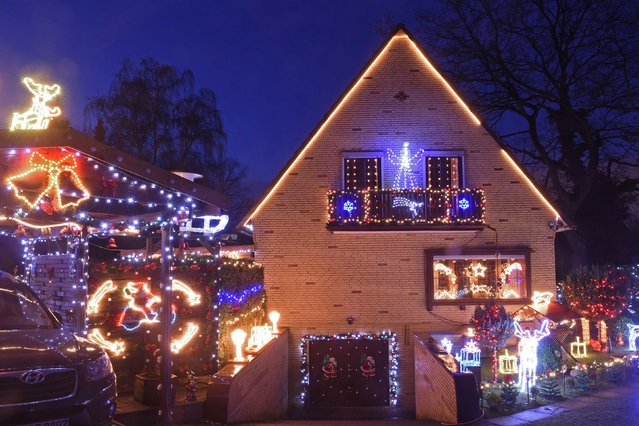 A house decorated for Christmas is pictured in Hamburg-Heimfeld, December 11, 2014. (Photo by Fabian Bimmer/Reuters)