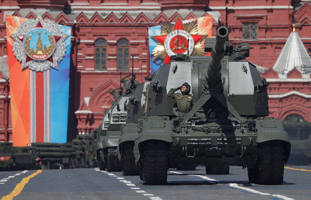Russian servicemen drive Koalitsiya-SV self-propelled howitzers during the Victory Day parade in Moscow, Russia on May 09, 2018. (Photo by Sergei Karpukhin/Reuters)