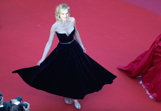 """Czech model Eva Herzigova poses as she arrives on May 11, 2018 for the screening of the film """"Ash is Purest White ( Jiang hu er nv)"""" at the 71st edition of the Cannes Film Festival in Cannes, southern France. (Photo by Valery Hache/AFP Photo)"""