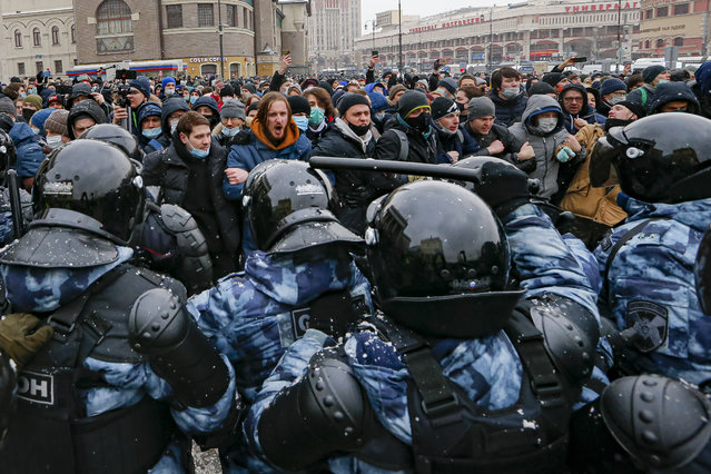 People clash with police during a protest against the jailing of opposition leader Alexei Navalny in Moscow, Russia, Sunday, January 31, 2021. Thousands of people took to the streets Sunday across Russia to demand the release of jailed opposition leader Alexei Navalny, keeping up the wave of nationwide protests that have rattled the Kremlin. Hundreds were detained by police. (Photo by Alexander Zemlianichenko/AP Photo)