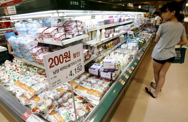 A customer shops at a milk products corner of a major retail outlet in Seoul in this August 5, 2011 file photo.  South Korea is expected to release inflation targets this week. (Photo by Truth Leem/Reuters)
