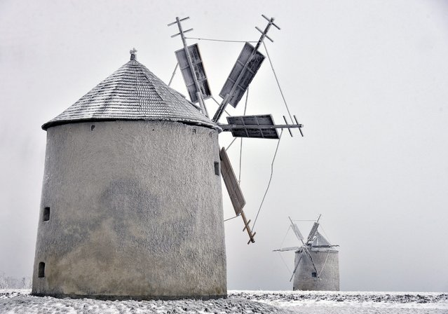 Windmills are seen on the snowy Tesi Plateau of Matra mountain range near Tes, 100 kms west of Budapest, Hungary, 06 January 2016. (Photo by Zoltan Mathe/EPA)