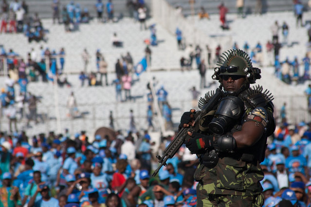 A security man keeps guard during Malawi's President elect Arthur Peter Mutharika swearing in ceremony at Kamuzu Stadium in Blantyre on May 28, 2019, after a contentious election marred by allegations of fraud and vote-rigging. The Malawi Electoral Commission announced on Monday that Mutharika, who heads the ruling Democratic Progressive Party (DPP), had narrowly won last week's vote after an injunction barring the release of the results was lifted. (Photo by Amos Gumulira/AFP Photo)