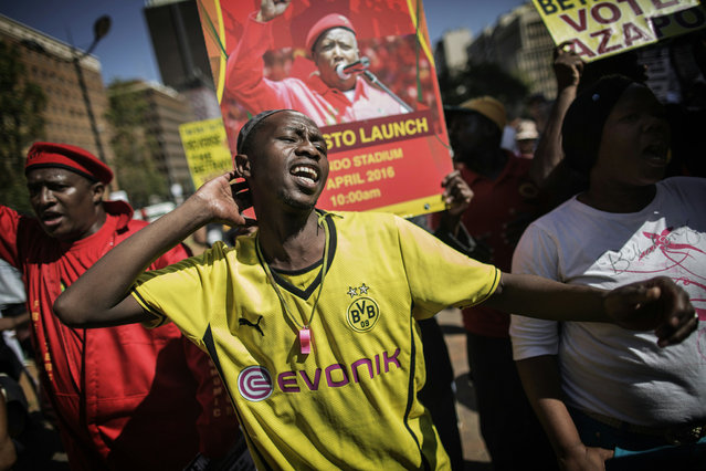 A man shouts slogans against South African President Jacob Zuma and the ruling African National Congress (ANC) party during a protest organized by the opposition political parties, Civil Society organizations and Religious group as the nation celebrates Freedom Day in Johannesburg on April 27, 2016. (Photo by Gianluigi Guercia/AFP Photo)