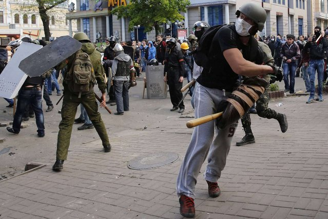 Pro-Russian activists hurl objects at supporters of the Kiev government during clashes in the streets of Odessa May 2, 2014. (Photo by Yevgeny Volokin/Reuters)