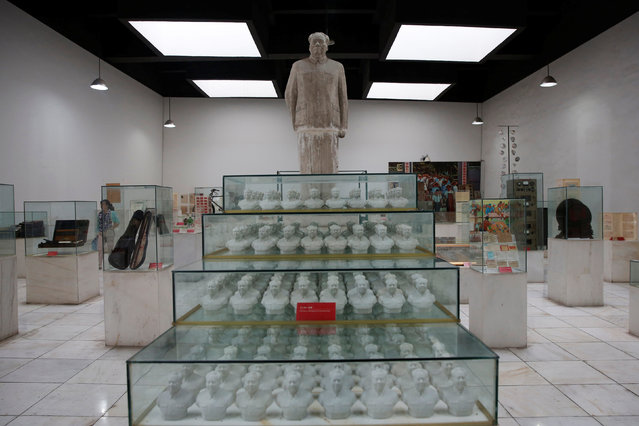 A statue and porcelain figures of late Chinese Chairman Mao Zedong are displayed at an exhibition hall at Jianchuan Museum Cluster in Anren, Sichuan Province, China, May 13, 2016. (Photo by Kim Kyung-Hoon/Reuters)