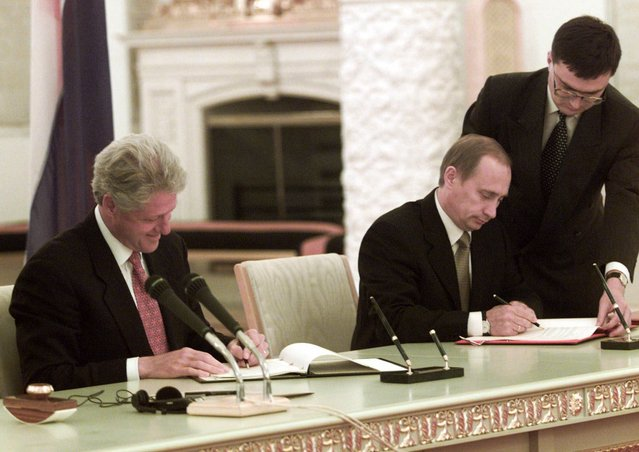 U.S. President Bill Clinton, left, and Russian President Vladimir Putin are during a signing ceremony in the Kremlin in Moscow, Sunday, June 4, 2000. Clinton and Putin signed agreements Sunday to dispose of 68 tons of weapons-grade plutonium and to share early-warning data on missile and space launches. (Photo by J. Scott Applewhite/AP Photo)