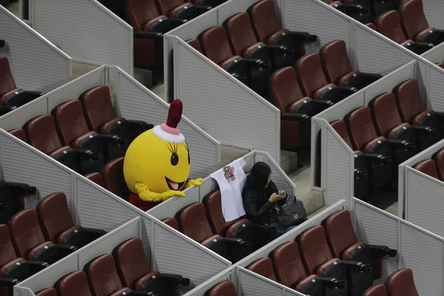 A costumed mascot waits for the men's quarter-final match between Rafael Nadal of Spain and Martin Klizan of Slovakia at the China Open tennis tournament in Beijing, October 3, 2014. (Photo by Jason Lee/Reuters)