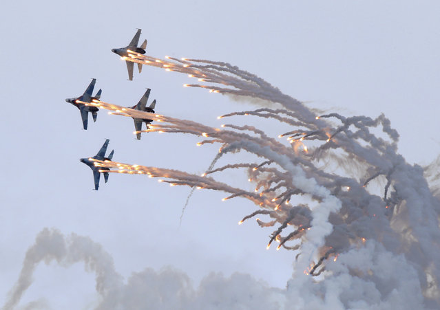 Sukhoi Su-27 jet fighters release flares as they perform during the Russia Arms Expo 2013 9th international exhibition of arms, military equipment and ammunition, in the Urals city of Nizhny Tagil, September 25, 2013. (Photo by Sergei Karpukhin/Reuters)