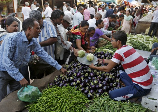 Customers buy vegetables at a market in Ahmedabad, India, September 29, 2015. (Photo by Amit Dave/Reuters)