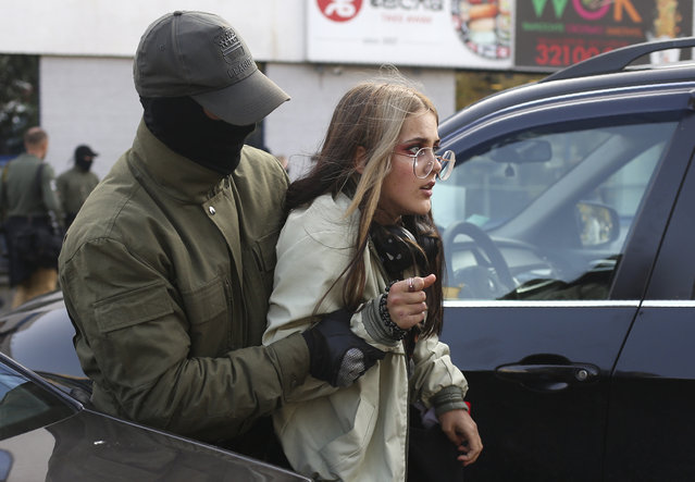 Police officer detains a woman during an opposition rally to protest the official presidential election results in Minsk, Belarus, Saturday, September 19, 2020. (Photo by TUT.by via AP Photo)