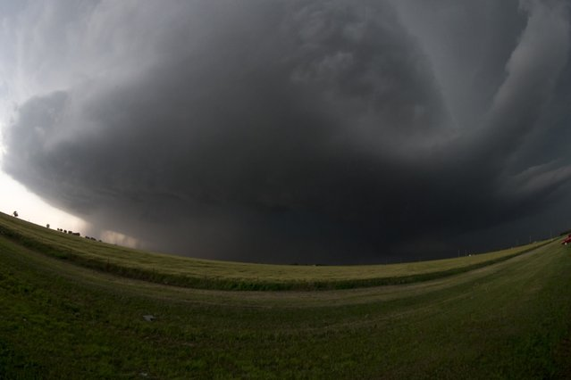 A mile-wide tornado, photographed with an extreme wide angle lens, is seen near El Reno, Oklahoma May 31, 2013. Five people were killed in central Oklahoma on Friday as tornadoes raced across the area, a spokeswoman for the state Office of the Chief Medical Examiner said. (Photo by Richard Rowe/Reuters)