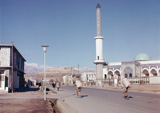 A view of one of the new mosques erected in the suburb of Kabul, in November of 1961. (Photo by Henry S. Bradsher/AP Photo via The Atlantic)
