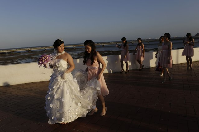 Araseli Huang from the local Chinese community walks along the seafront with her bridesmaids during a photographic session on her wedding day in Panama City January 29, 2015. (Photo by Carlos Jasso/Reuters)