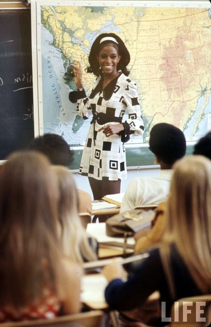 High school teacher Sandy Brockman wears a bold print dress, 1969. (Photo by Arthur Schatz/Time & Life Pictures/Getty Images)
