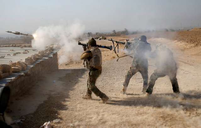 An Iraqi soldier fires a RPG during clashes with Islamic State fighters in Al-Qasar, South-East of Mosul, Iraq November 28, 2016. (Photo by Goran Tomasevic/Reuters)
