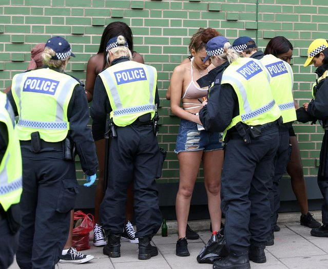 "Police are highly visible at the Notting Hill carnival with several arrests, stop and search and a ""knife detection gate"" in operation, August 27 2018. 133 arrests were made at the carnival yesterday with 20 knives seized. (Photo by South West News Service/Action Press/Picturedesk)"