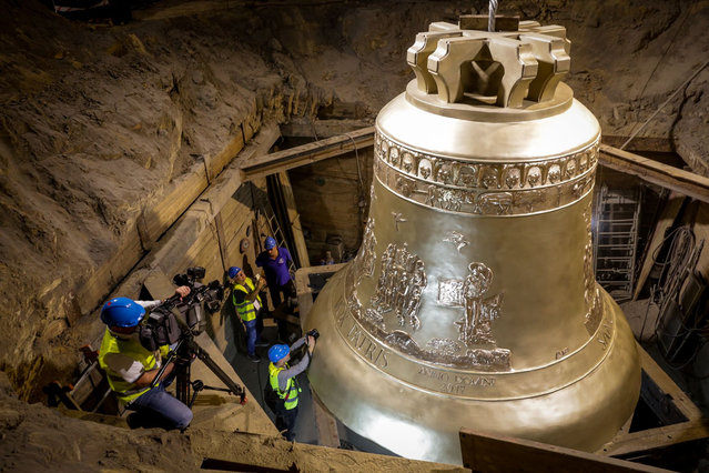 A handout picture released by the communication services of the foundry in Przmysl shows the world' s largest bell, weighing 55 tons, during its unveiling ceremony on September 20, 2018 at the Metalodlew foundry in Krakow. The world' s largest bell, made in Poland and destined for the Basilica of the Eternal Divine Father in Trinidad, a major pilgrimage site in Brazil, was presented in Krakow, the former royal capital of Poland. (Photo by Dominik Gajda/AFP Photo)