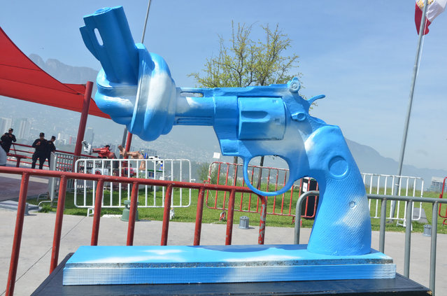 A knotted gun sculpture painted by Japanese artist and peace activist Yoko Ono is displayed at a park in the city of Monterrey, Mexico, Thursday April 2, 2015. Thirteen knotted gun sculptures painted by various artists are on display in this city that for years has been plagued with violence generated by warring drug cartels. (Photo by Emilio Vazquez/AP Photo)