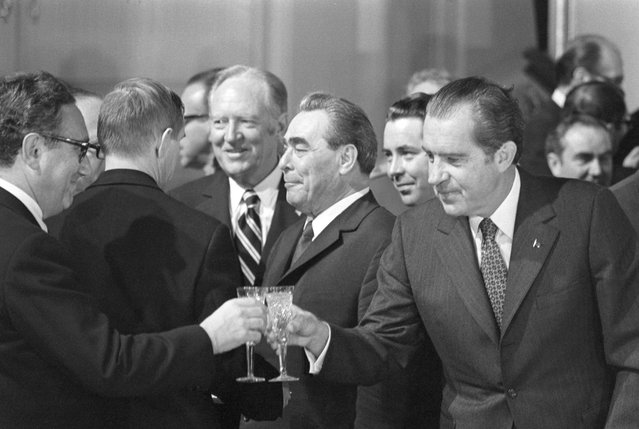 US President Nixon reaches to clink his glass with that of Dr. Henry Kissinger, Presidential Advisor, in Moscow May 26th after signing of a strategic-arms limitation agreement with Soviet leaders, June 6, 1972. Just behind the glasses are US State Secretary William Rogers (l) and Soviet Russia's Leonid Brezhnev, Communist Party General Secretary. Kissinger was responsible for many of the reparations and details of the summit conference. (Photo by Bettmann/Corbis)