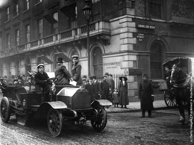 1913: A demonstration of a vacuum cleaner for the London streets, with representatives of the London Corporation in the car