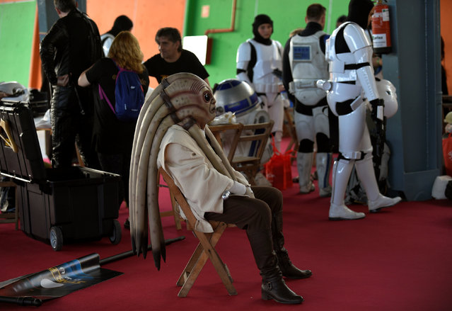 A cosplayer waits before the start of the parade during the Metropoli (Media Culture and Entertainment Festival) in Gijon, northern Spain, July 3, 2016. (Photo by Eloy Alonso/Reuters)