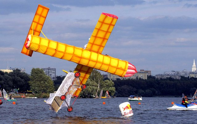 A makeshift aircraft plummets into the Moskva River during the Red Bull Flugtag Moscow 2011 competition. (Photo by Mikhail Metzel/Associated Press)