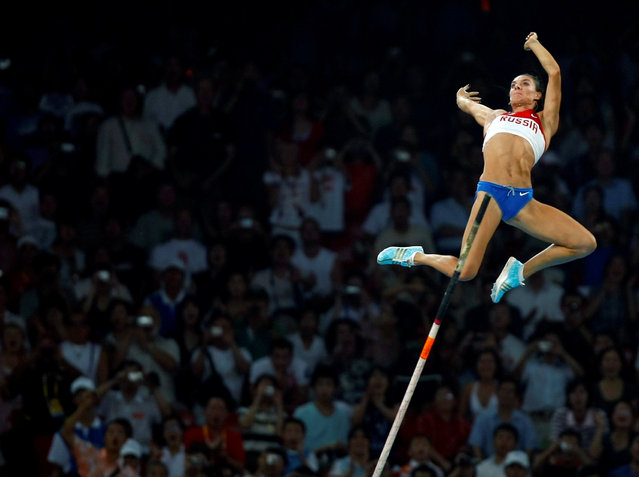 """Yelena Isinbayeva of Russia competes during the women's pole vault final of the athletics competition in the National Stadium at the Beijing 2008 Olympic Games in China August 18, 2008. Mike Blake: """"I was covering the medals at the track-and-field and in between medal presentations I would throw on a long lens and try and shoot different events that were going on. This picture is of the Russian pole vaulter who actually won the gold medal"""". (Photo by Mike Blake/Reuters)"""