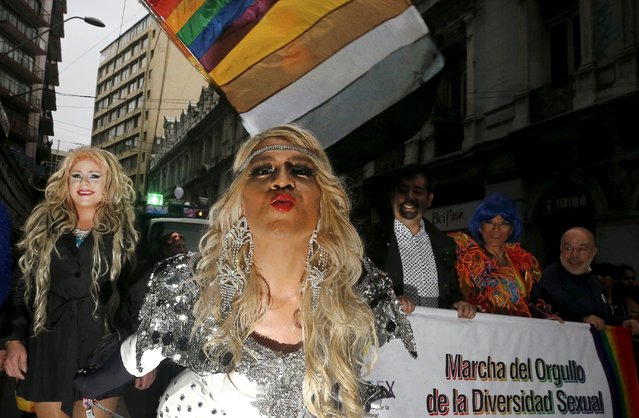"""Revellers take part in a Gay Pride parade in Valparaiso,  Chile September 5, 2015. The banner reads, """"Pride parade of the sexual diversity"""". (Photo by Rodrigo Garrido/Reuters)"""