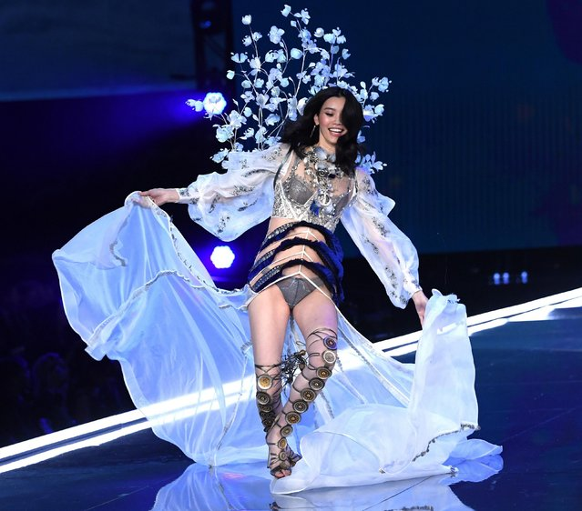 Model Ming Xi falls as she presents a creation during the 2017 Victoria's Secret Fashion Show in Shanghai, China, November 20, 2017. (Photo by David Fisher/Rex Features/Shutterstock)