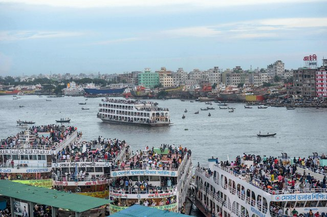 Crowds of people gather on ferries as they travel back home ahead of the Muslim festival Eid al-Adha or the 'Festival of Sacrifice' in Dhaka on July 30, 2020. (Photo by Munir Uz Zaman/AFP Photo)