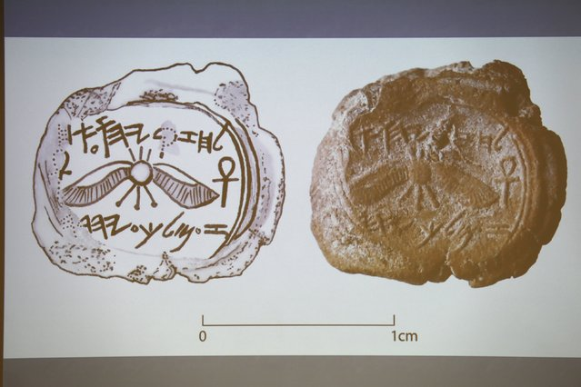 A projected image of a clay imprint, known as a bulla, which was unearthed from excavations near Jerusalem's Old City, and later discovered to be from the seal of the biblical King Hezekiah, is displayed during a news conference at The Hebrew University in Jerusalem December 2, 2015. (Photo by Amir Cohen/Reuters)