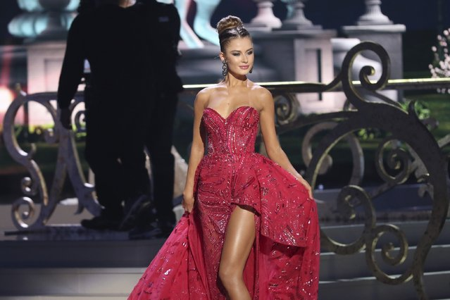 Miss Ukraine Diana Harkusha onstage during The 63rd Annual Miss Universe Pageant at Florida International University on January 25, 2015 in Miami, Florida. (Photo by Alexander Tamargo/Getty Images)
