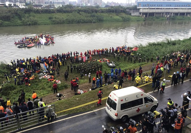 An ambulance arrives as rescuers carry out rescue operations after a TransAsia plane crashed into a river in New Taipei City, February 4, 2015. (Photo by Pichi Chuang/Reuters)
