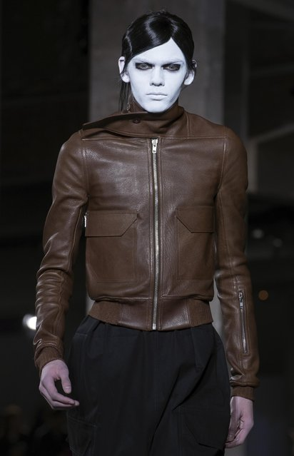 A model wears a creation as part of Rick Owens' men Fall-Winter 2016-2017 fashion collection, presented in Paris, Thursday, January 21, 2016. (Photo by Zacharie Scheurer/AP Photo)