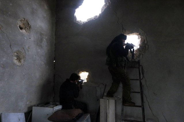 Rebel fighters take positions as they aim their weapons at al-Breij frontline, after what they said was an advance by them in the area and they took control of 2 factories and several buildings where forces loyal to Syria's President Bashar al-Assad were stationed, in Aleppo January 5, 2015. (Photo by Hosam Katan/Reuters)