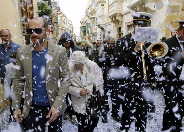Confetti streams down over worshippers and bandsmen during an Easter Sunday procession in Cospicua, outside Valletta April 5, 2015. (Photo by Darrin Zammit Lupi/Reuters)