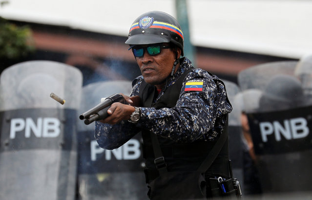 A National Police officer fires rubber bullets during a protest against Venezuelan President Nicolas Maduro's government in Caracas, Venezuela, January 23, 2019. (Photo by Manaure Quintero/Reuters)