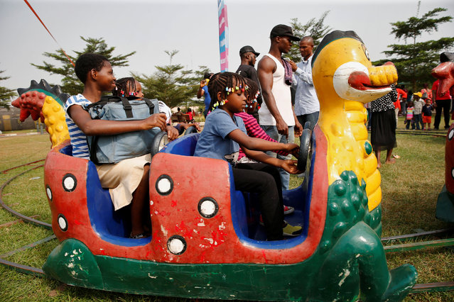 Children play at an amusement park during Boxing Day, in Ikeja district in Nigeria's commercial capital Lagos, December 26, 2016. (Photo by Aintunde Akinleye/Reuters)