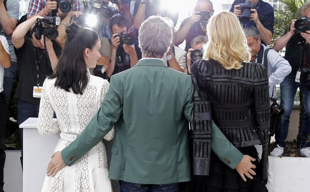 "Director Todd Haynes (C), cast members Rooney Mara (L) and Cate Blanchett pose during a photocall for the film ""Carol"" in competition at the 68th Cannes Film Festival in Cannes, southern France, May 17, 2015. (Photo by Regis Duvignau/Reuters)"