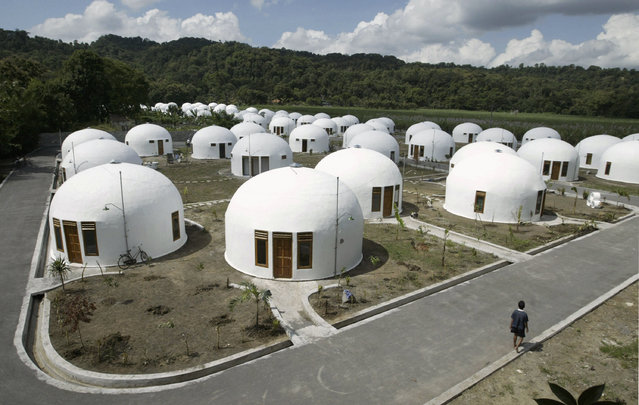 A view of about 70 domes houses, which were built by U.S.-based Domes for the World, for villagers who lost their houses due to an earthquake in Sumberharjo village, near Yogyakarta, Indonesia May 8, 2007. (Photo by Dwi Oblo/Reuters)