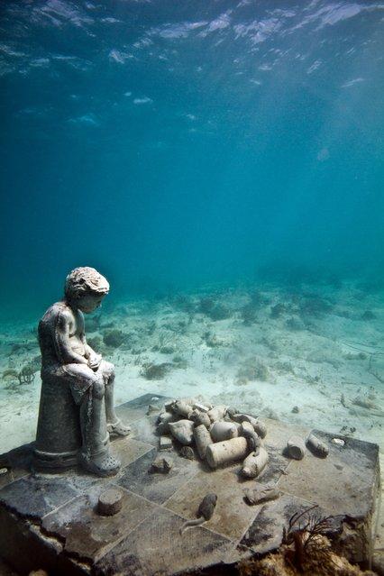 """Inheritance"". Underwater Sculpture, Museo Subacuático de Arte, Cancun. (Photo by Jason deCaires Taylor/UnderwaterSculpture)"
