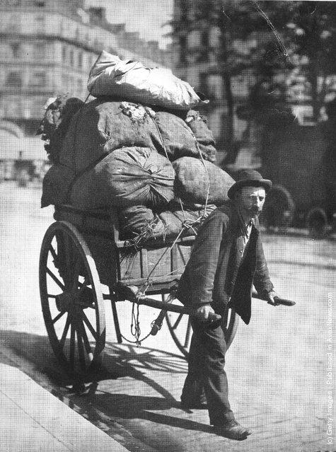 A ragpicker with his cart on the Avenue des Gobelins, Paris, 1899