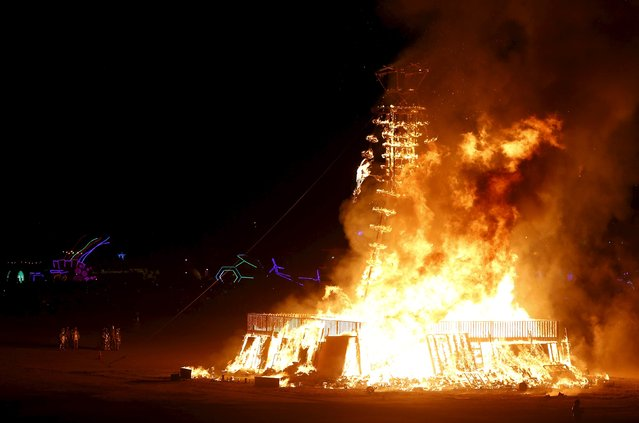 """The Man is burned during the Burning Man 2015 """"Carnival of Mirrors"""" arts and music festival in the Black Rock Desert of Nevada September 5, 2015. (Photo by Jim Urquhart/Reuters)"""