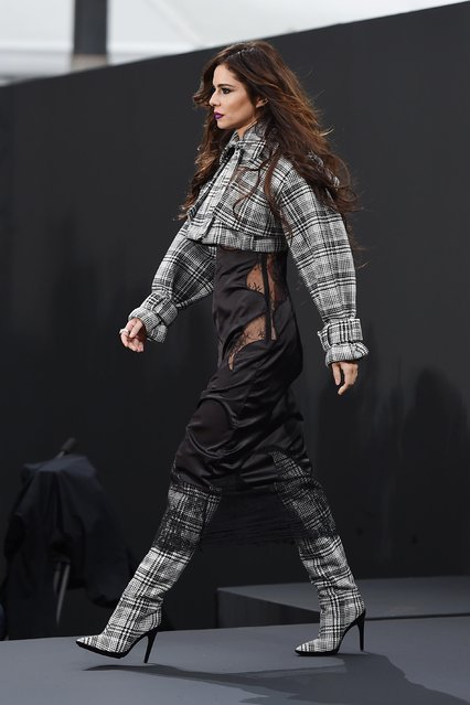 Cheryl Cole walks the runway during Le Defile L'Oreal Paris as part of Paris Fashion Week Womenswear Spring/Summer 2018 at Avenue Des Champs Elysees on October 1, 2017 in Paris, France. (Photo by Flynet Pictures)