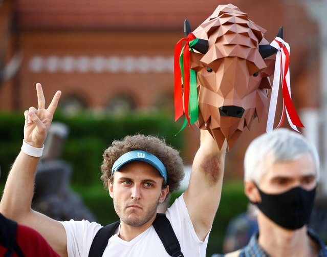 A man flashes the victory sign during an opposition demonstration to protest against presidential election results at the Independence Square in Minsk, Belarus on August 24, 2020. (Photo by Vasily Fedosenko/Reuters)