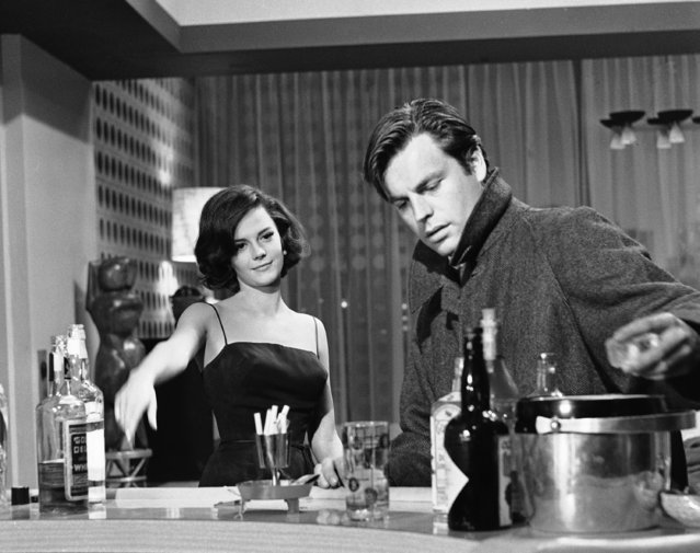 """Natalie Wood and Robert Wagner, a husband-and-wife team in real life, perform as lovers in """"All the Young Cannibals"""", a new Hollywood film on December 7, 1959. They're shown moving up to the bar, in a scene from the picture. (Photo by AP Photo/DFS)"""