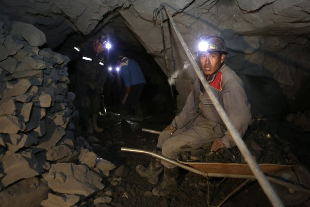 "Mine workers are seen in the ""The Progreso"" gold mine near La Paz November 13, 2014. (Photo by David Mercado/Reuters)"