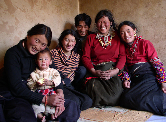 Buddhist pilgrim family from Sichuan. (Photo by Tom Carter/The Atlantic)